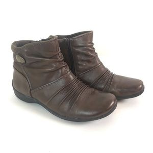 Clark's Artisan size 6.5 leather ankle booties